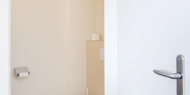 Separates WC im Dreibettzimmer