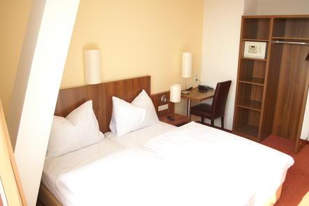 Doppelzimmer mit Balkon im Hahn Hotel Vienna