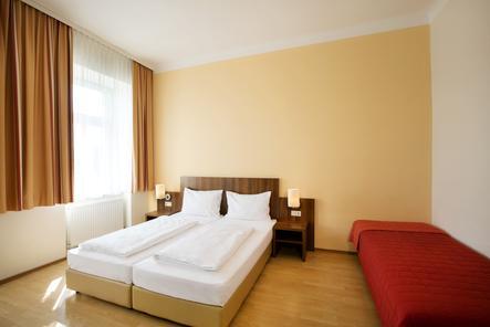 Dreibettzimmer im Hahn Hotel Vienna