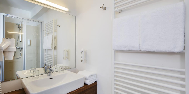 Schönes Badezimmer im Hahn Hotel Vienna